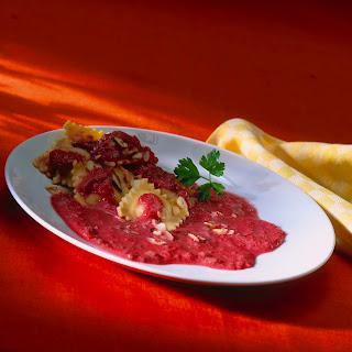 Aufgeschäumte Rote-Bete-Sauce z. B. zu Ravioli