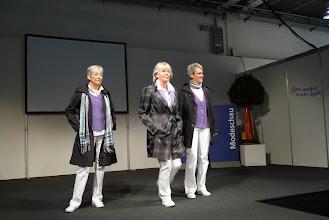 Photo: Stolz und mit Freude treten ältere Frauen als Mannequins auf.