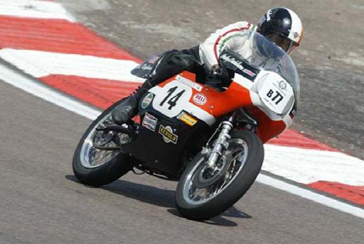 Entretien d'une Harley Davidson de circuit réalisé par Machines et Moteurs