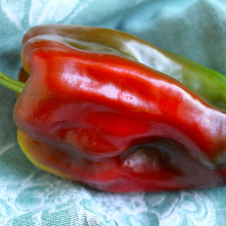 How to Eat a Sweet Pepper in a Very Unique Way