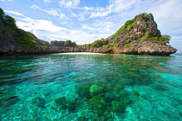 Snorkel stop at Koh Ha