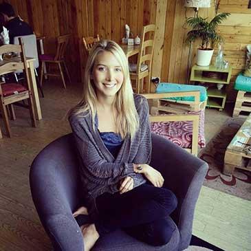 Chloe Sophia, Content Writer