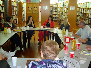 Photo: Maria Àngels Anglada a la Biblioteca d'Amposta, a càrrec d'Anna Perera