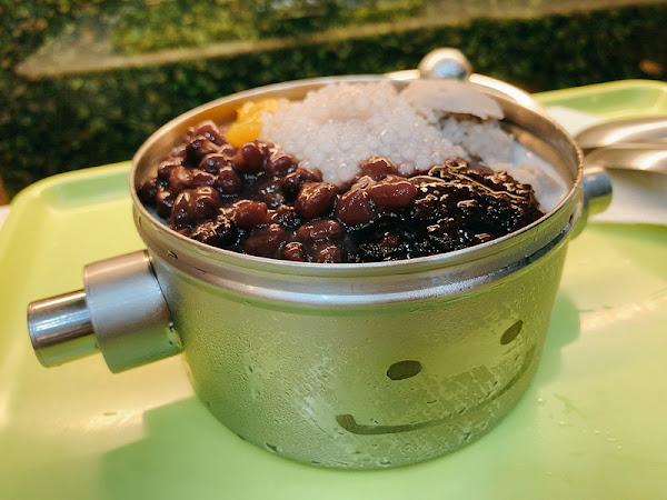 打鐵豆花| 可愛機器人平價豆花,可自選冰泥湯底|趣餵人