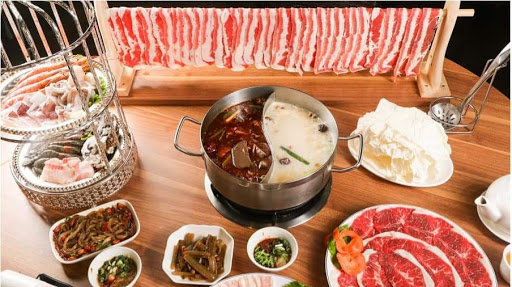 麻辣湯頭白鍋湯頭超讚,肉瀑布份量超Cp,值得推薦