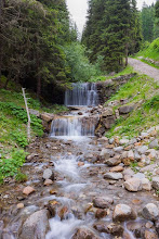 Photo: Small waterfall on Trail 25 in Valle San Silvestro, Dolomiti, Italy | http://blog.kait.us/2014/06/hiking-dolomites.html