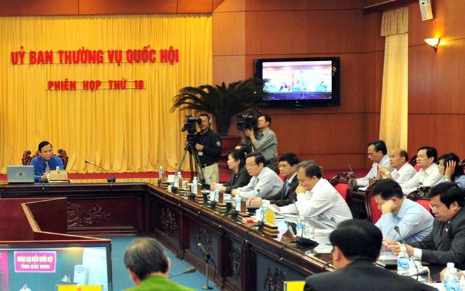 Phóng viên tác nghiệp tại một kỳ họp của UBTVQH năm 2013  /// Ảnh: Ngọc Thắng
