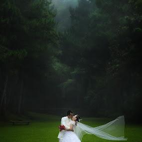 by Gary Mahipus - Wedding Bride & Groom