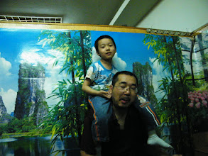 Photo: dinned out on lunar DragonBoat Day with baby son and his mom near their house, a Koreal cuisine restaurant. I just brought son visit zoo and treat bears, pigs, dears with pork and vegetable we bought. proud dad, benzrad 朱子卓 and playful son, warrenzh 朱楚甲, during eating dinner.