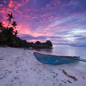 Alona Beach Sunrise by Richard Amar - Landscapes Beaches ( panglao, lee soft nd grad filter, bohol, sky, alona beach, long exposure, beach, sunrise, philippines )