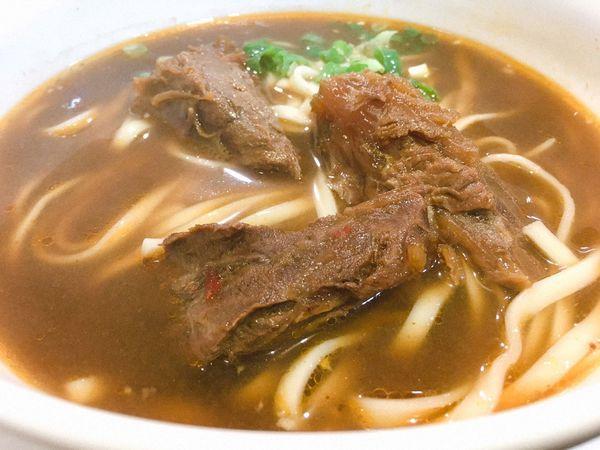 家饌牛肉麵 - 大塊牛肉與鮮美湯汁的組合,嘉興街美食