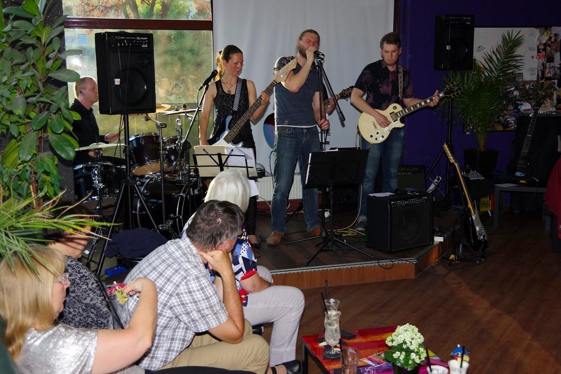Gute Coctails, gute Musik - das Konzept der BarUMBar geht auf. So auch am vergangenen Sonntag mit