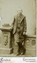 Photo: Lambertus Stilma is deze stoere boerenzoon van een jaar of 13. De foto is dus van rond 1901, want hij is geboren op 19-7-1888 in het Friese Tirns. Zelf is hij geen boer geworden, maar politieambtenaar te Sneek. En uiteindelijk ook de grootvader van mijn vrouw.