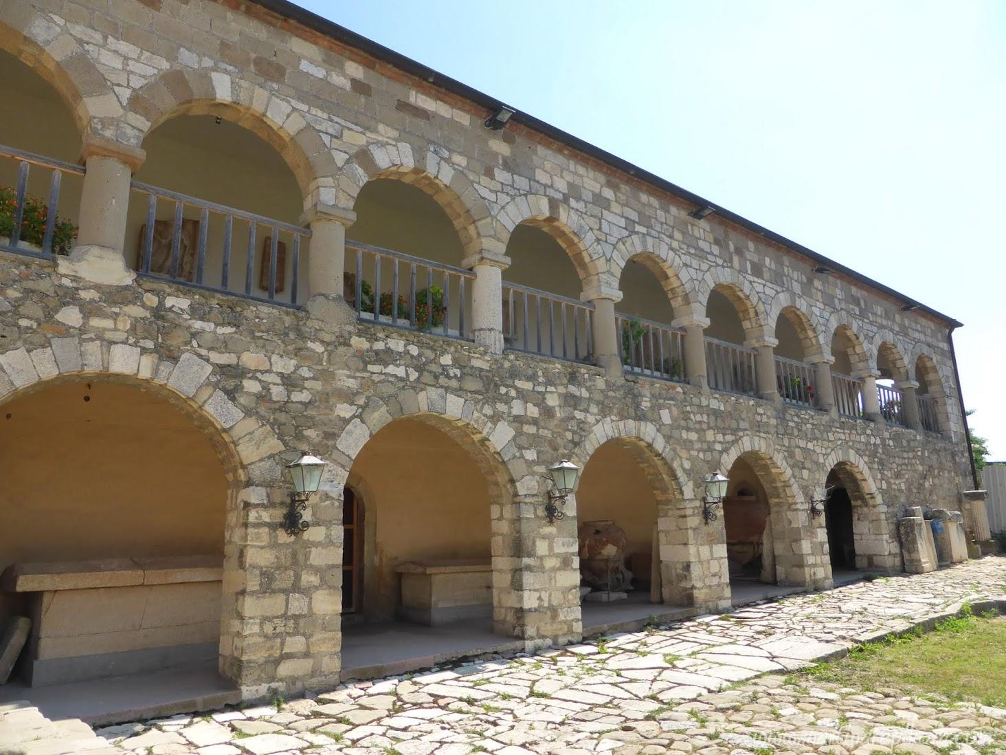 Starý kláštor v Apolónii, Albánsko