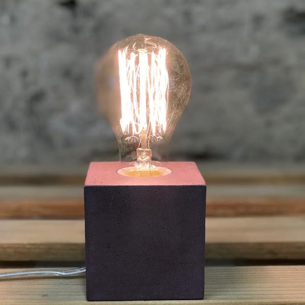 Lampe cube béton violet