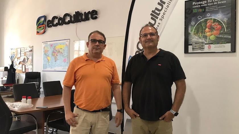 Ángel Ruiz Serna, gerente de Ecoculture, con José Navarro Arcas