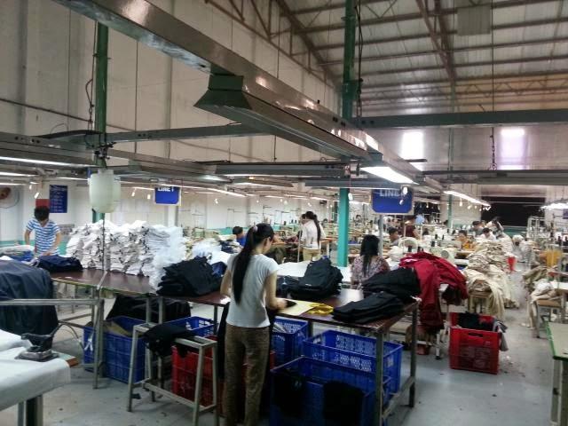 Xưởng quần áo trẻ em xuất dư