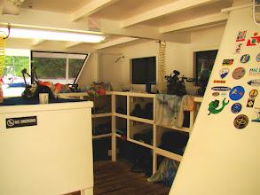 Photo: #020-L'espace pour le matériel photo sur le Sea Hunter (Cocos 2010)
