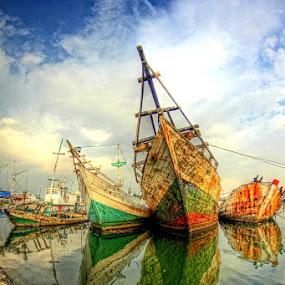 unused and old by Budjana Yamazaki - Transportation Boats