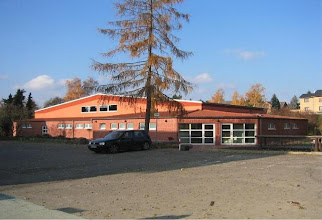 Photo: 2003 - Sporthalle und Turnhalle, am Lehberge (hinter der Grundschule). Die Sporthalle wurde in 1998 vorwiegend in Eigenleistung gebaut und löste da mit dìe Mehrzweckhalle am Schützenplatz ab.
