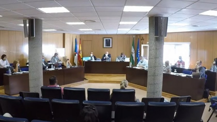 Imagen de una de las sesiones plenarias celebradas en el Ayuntamiento de Roquetas de Mar.