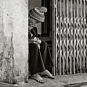 money by Thomas Jeppesen - People Street & Candids ( b&w, monochrome, thomasjeppesen, black and white, bw, vietnamese, vietnam, subsignal, photography, portrait )