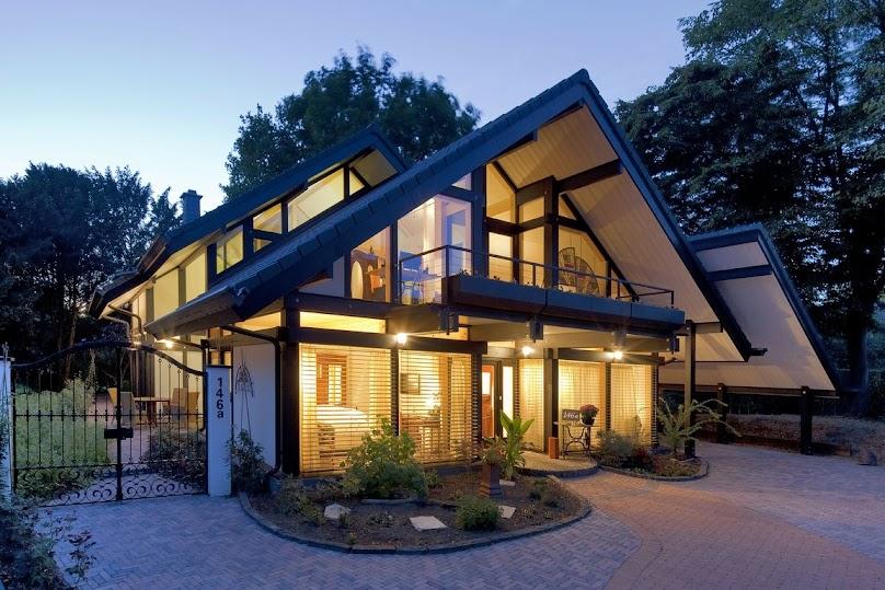 Dom z dużymi przeszkleniami