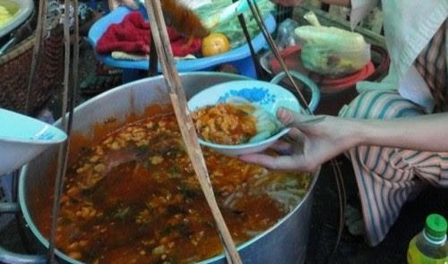 Đi chợ Đông Ba ăn hàng 9