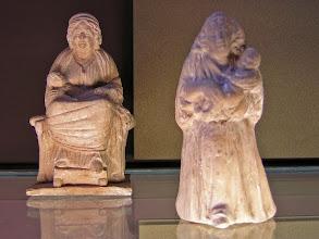 Photo: Typical Tanagra statuettes .......... Typische Tanagra beeldjes