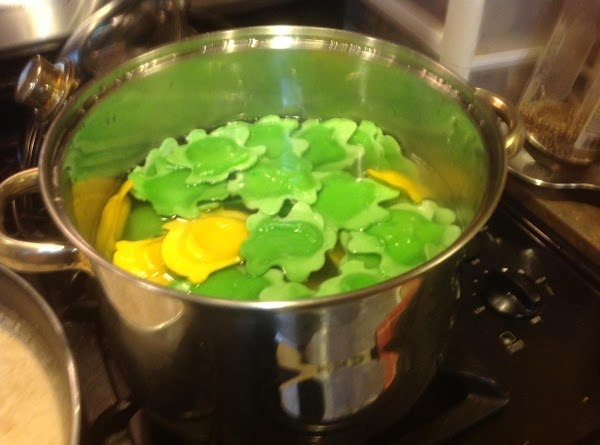 Cook pasta in hot boiling water for 4 minutes and drain.
