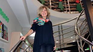 Presen Martínez en la librería Bibabuk, en la Rambla, que dirige junto a su marido Francisco Gómez Calvache.