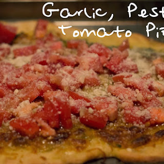 Garlic, Pesto & Tomato Pizza!