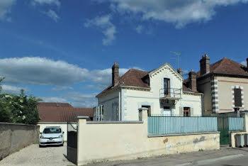 maison à Villeneuve-sur-Yonne (89)