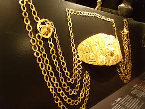 Photo: Golden diadem and earrings .......... Gouden diadeem en oorbellen.