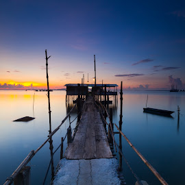 Boats and jetty by Shahrin Ayob - Buildings & Architecture Bridges & Suspended Structures ( seascape, sunrise, jetty, boats, river, twilight )