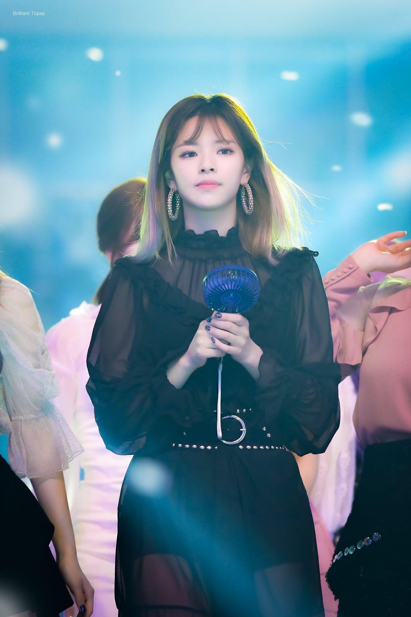 b4a33a87697b3e91f76805b310bedd76_twice-jeongyeon-181106-gma-2018-t-w-i-c-e-in-2019-kpop-nayeon-twice-jeongyeon-long-hair-2019_1363-2048