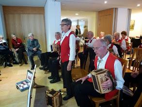 Photo: Marliese Plüss begrüsst alle Anwesenden und orientiert über den Ablauf unseres Konzertes