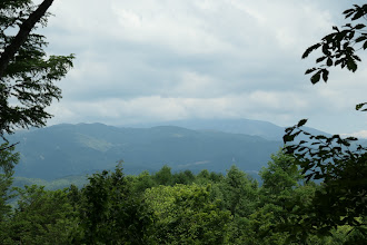 山頂東からの眺め2(奥は恵那山)