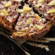 Medium Hawaiian Pizza(3 Toppings)
