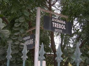 Photo: ドイツ系の町なので、通りの名前が他のパラグアイや南米の町とぜんぜん違います。「TREBOL」は乳製品のブランド名になっています。