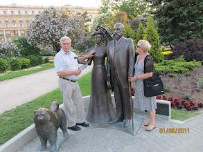 Photo: Retkiemäntä Raili tapasi tuttuja riikalaisessa puistossa oopperan takana.