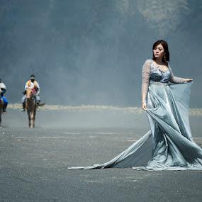Bromo-lady by Bambang Leksmono - People Fashion