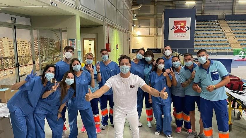 Bisbal, con el equipo de vacunación en el Palacio.