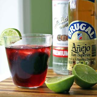 Skinny Raspberry Rum Spritzer