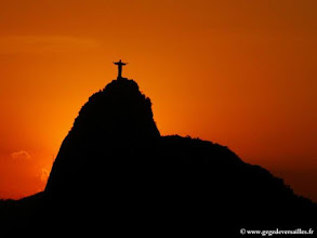 Photo: Coucher de soleil sur le Corcovado à Rio de Janeiro.