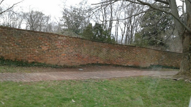 Photo: Jefferson's serpentine walls, just one brick thick, gained strength from their curving structure and represented an attempt to meld beauty and utility.