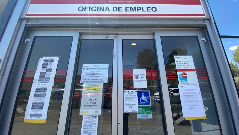 Exterior de una oficina de empleo.