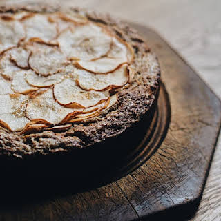 APPLE, RICOTTA AND BUCKWHEAT CAKE.