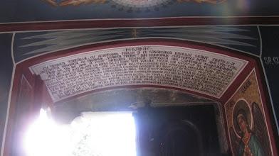 """Photo: PISANIE ....ziditu-s-a aceasta biserica cu hramul  """"Sfanta Treime""""  in municipiul Cluj-Napoca intre anii 1795-1796.  Timp de 136 de ani a fost singura Biserica Ortodoxa din capitala Transivaniei. Aici au fost instalati la data de 29 iunie  1811, Vasile Moga, ca episcop al Tuturor Romanilor Ortodocsi din Ardeal. Iar la data de 19 decembrie 1921 Episcopul Nicolae Ivan. Intre anii 1921-1932 a fost Catedrala Eparhiala. Renovari deosebite au avut loc in timpul preotilor:  Vasile Roseanu, Octavian Bodea si IoanSancraian. In anul 2008 a fost acoperita cu tabla de cupru. Icoanele de pe iconostas au fost pictate in anul 1796 de Constantin zugravul din Brasov, Pictura in tehnica fresca a fost realizata in anul 2005-2006, de pictorii Ioan si Mariana Botis, in timpul preotilor Ioan Jeler, paroh si protopop al Protopopiatului Ortodox Roman Cluj I si doctor Cristian Baciu, consilier eparhial. La data de 23 mai 2010 P.S. episcop vicar Vasile Somesanul, a resfintit biserica."""