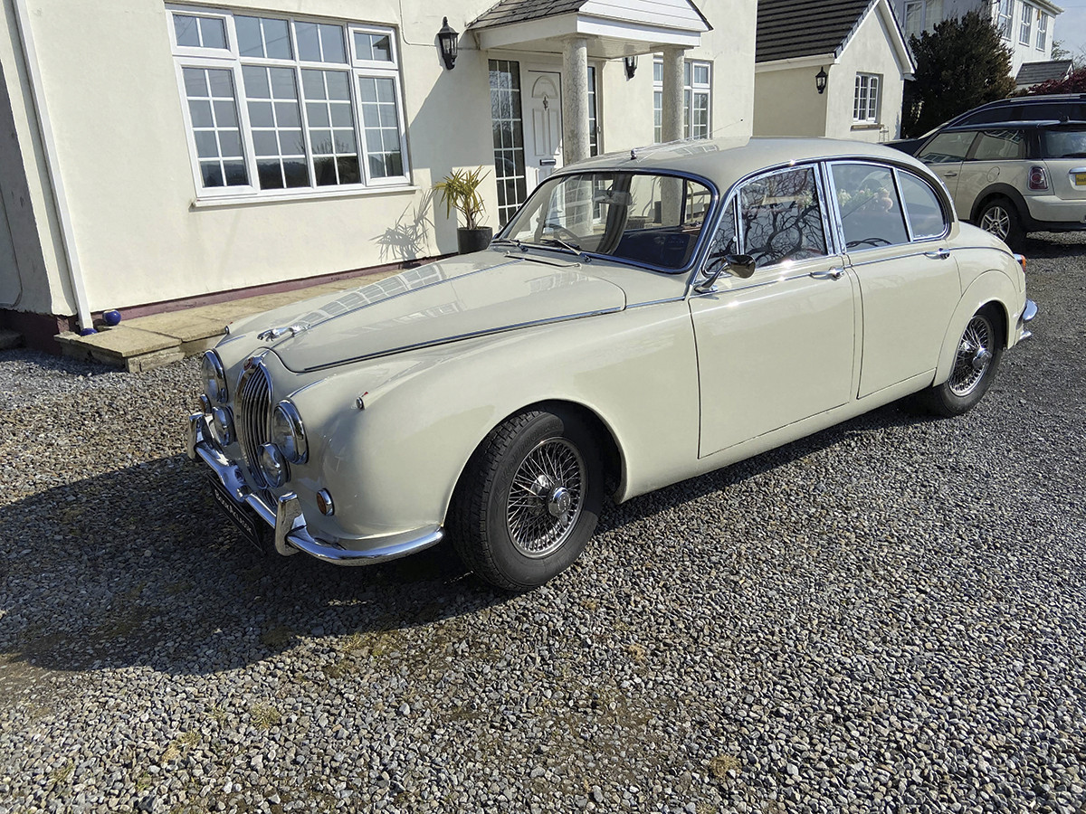 Jaguar Mk2 340 Hire Carmarthen